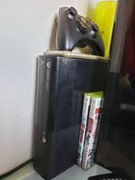 Xbox 360 Slim (Com 2 controles) + 2 jogos