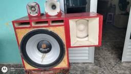 Vendo um caixa trio com fone de 18 Tornado 2200 r$ 1700