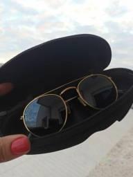 Vendo óculos de sol Unissex Triton original apenas com detalhes de uso !