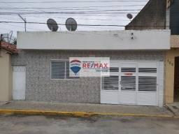 Casa a venda com 3 quartos, 1 garagem no centro de Garanhuns