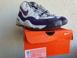 Basqueteira Nike air uptempo lakers