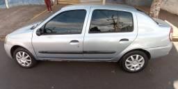 Clio Sedan 1.0 ano 2007 flex
