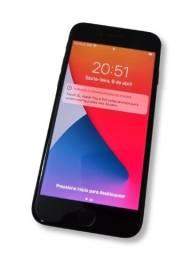 iPhone 8 64GB em perfeito estado + 3 capinhas e carregador