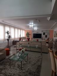 Apartamento Duplex próximo ao Teatro Guaíra com 4 quartos.