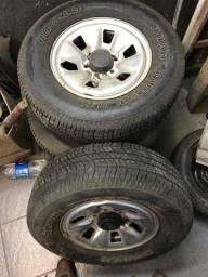 Vendo pneus 245/70-16 com rodas Hilux