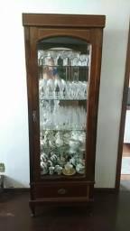 Cristaleira em madeira maciça