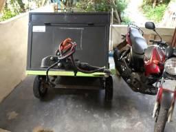 Vendo moto com carrocinha - 2012