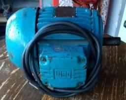 Motor elétrico trifásico Weg 1,5 CV