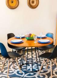 Mesa redonda estilo industrial + 4 cadeiras