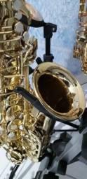 Sax alto novinho lindo muito bom pra iniciantes macio de tocar