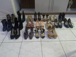 Sandálias e botas e sapatilhas