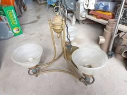 Lustre antigo  ferro com  vidro. Leia a  abaixo