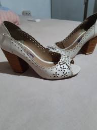 Sapato 37 cravo e canela