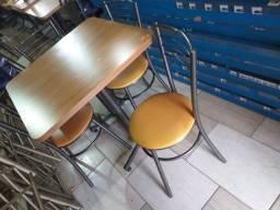 Título do anúncio: Mesa com 4cadeiras usada ótima conservação ( entrego )