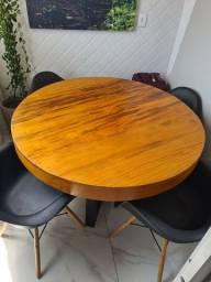 Mesa madeira maciça, novíssima.