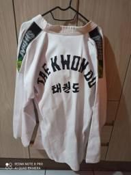 Vende-se Dobok completo Taekwondo adulto nunca usado