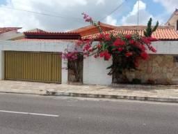 Casa em Miramar com piscina, 03 quartos com 02 suítes