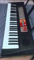 Vendo teclado com tripé yamaha (tripé está aqui em casa)