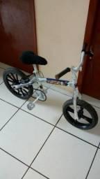 Bicicleta aro 16 street fighter