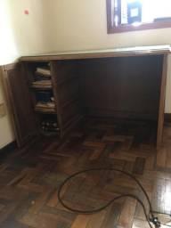 Escrivaninha de madeira crua