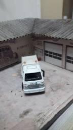 Caminhão Volkswagen plataforma. Escala perto de 1/64.