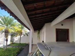 Casa à venda usada em ótimo estado de conservação no bairro Santa Mônica
