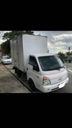 Caminhão baú HR 2012