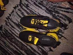 Tênis yeezy adidas