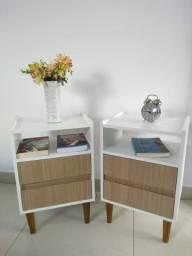Mesa de cabeceira/criado em MDF retrô