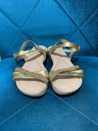 Sandália Azaleia Lev dourada tamanho 34