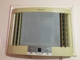 Título do anúncio: Ar condicionado 7500btus/220v ENTREGO ?.