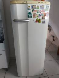 Refrigerador Electrolux Degelo Prático RE28 - Branco<br><br>