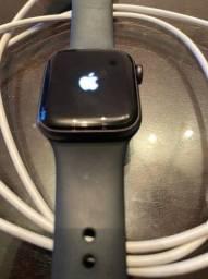 Apple Watch 5 40 mm Semi-Novo