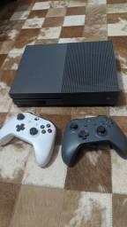 Título do anúncio: Xbox One S cinza 500gb 2 controles