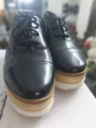 Sapato tênis  de couro Shultz semi novo nr 38