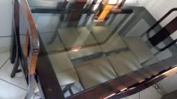 Mesa maciça com 6 cadeiras e aparador com alto brilho