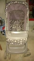 Vende se um carrinho de bebê 180.00