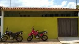 Casa no Conjunto Porto Alegre com 2 Quartos e Garagem Coberta, ótima localização