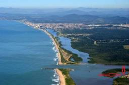 Barra do Itapocú, Fundos com o rio.