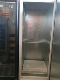 Freezer congela e resfria. JM Cacilda *