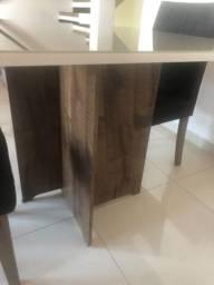 Mesa quadrada + 2 cadeiras