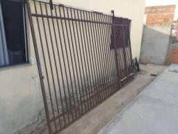 Portão reforçado usado