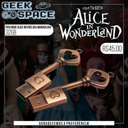 Pen Drive 32Gb - Alice no País das Maravilhas + Brinde