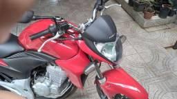 Vendo cb 300 2015 ,12.000.00