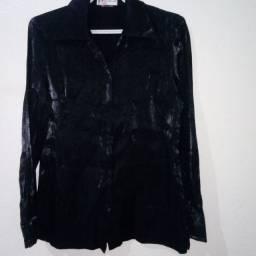 Título do anúncio: Blusa preta de mangas compridas,tamanho médio