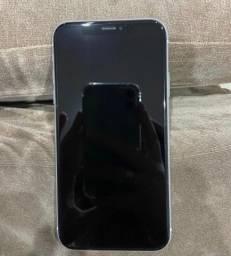iPhone Xr branco com acessórios