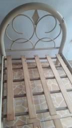 Vendo armação de cama em ferro.