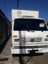 Vende-se caminhão baú VW 8140