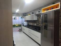 M - Linda casa no Alphaville 2 com 3 quartos, 1 suíte e modulados, 140m²