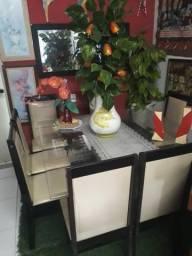 Mesa 8 cadeiras com tampo de vidro